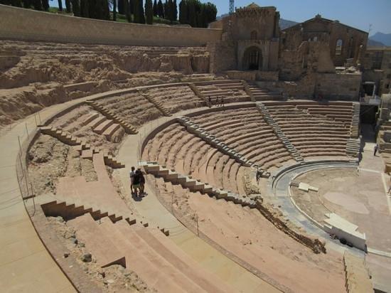 Teatro Romano: amphitheatre