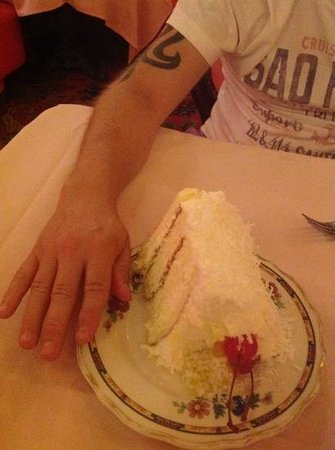 Madonna Inn : huge yummy cake