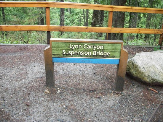 Lynn Canyon Suspension Bridge: Entrance to the bridge