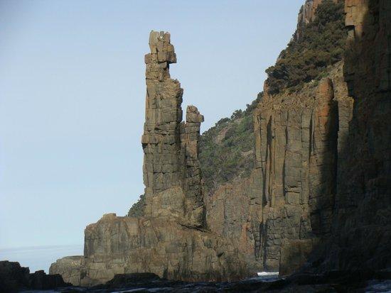 Bruny Island Cruises: formação rochosa