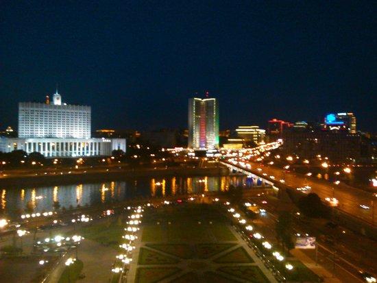 Radisson Royal Hotel Moscow : Ночной вид из номера