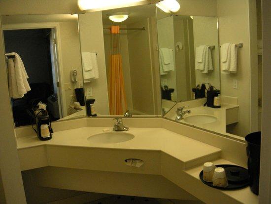 La Quinta Inn & Suites San Francisco Airport North: Bathroom