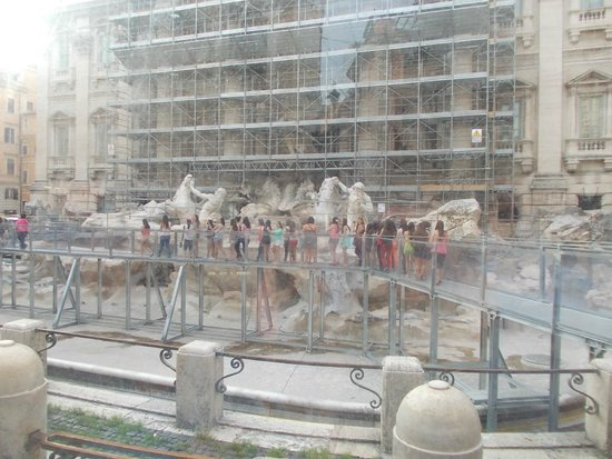 Fontana di Trevi: Under construction in the main period