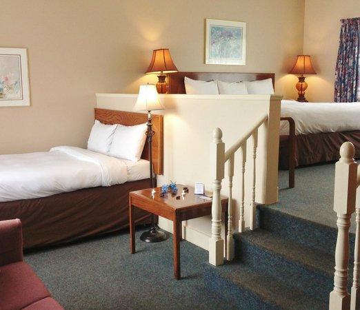Coastal Inn Antigonish: King & Double - Family sized room