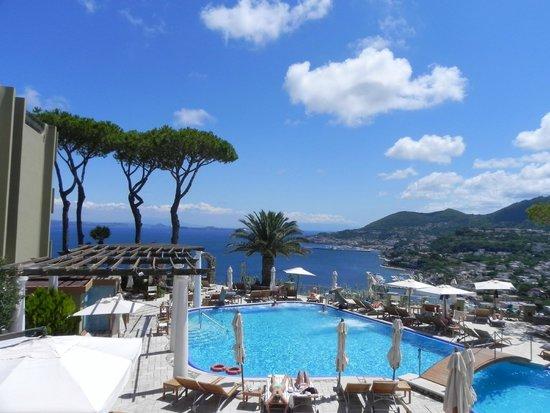 San Montano Resort & SPA: Main pool at day time