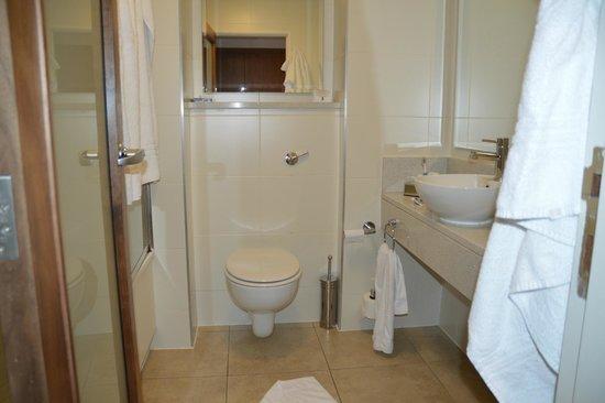 Clontarf Castle Hotel: bathroom