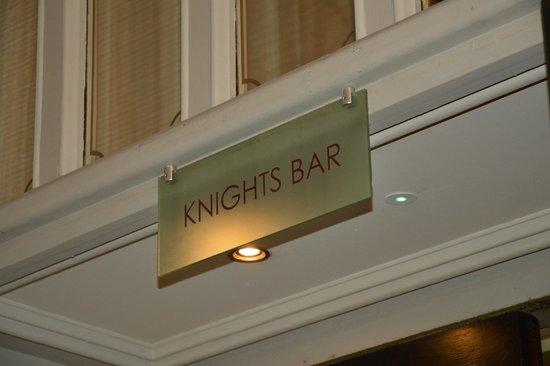 Clontarf Castle Hotel: bar