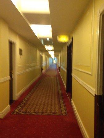 Hotel Riu Plaza The Gresham Dublin: Long lobby