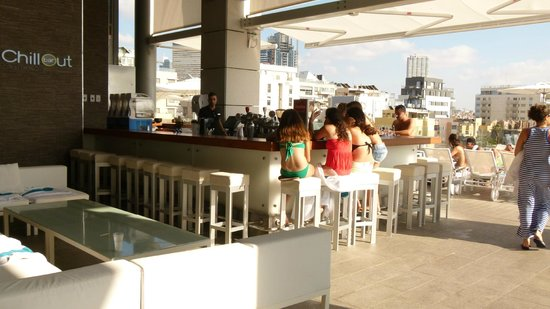 Royal Beach Hotel Tel Aviv by Isrotel Exclusive Collection : Bar at the pool