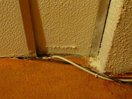 Hostal El Monasterio: dodgy wiring