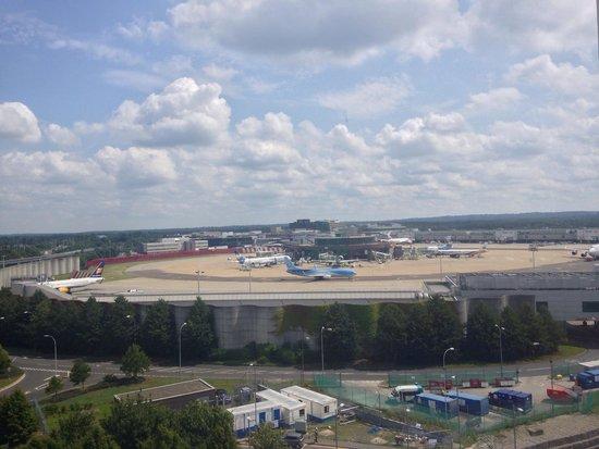 Sofitel London Gatwick: View from 7th floor bedroom!