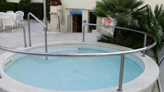 Hotel GHT Aquarium & SPA: jacuzzi extérieur