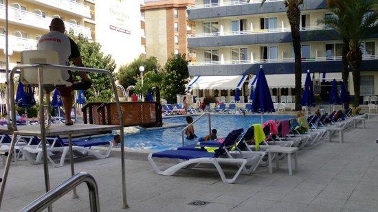 Hotel GHT Aquarium & SPA: Piscine extérieure