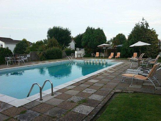 Merlewood Hotel: Poolside