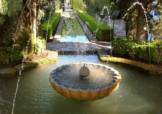 Generalife: The fountain the lower garden