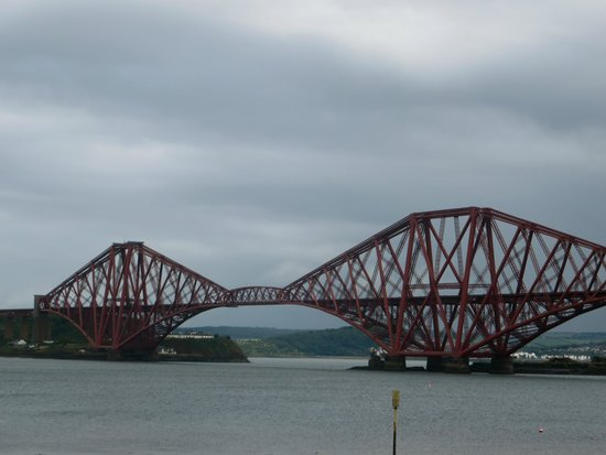 Hopetoun House: One of the bridges in Queensferry