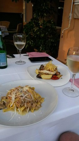 Ristorante Classico Club Nautico Santa Ponsa: Tagliatelle al ragu bianco di carne e filletto di e verdure. Enjoy!!!