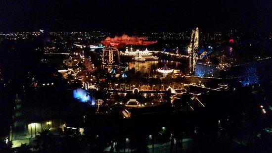 Disney's Paradise Pier Hotel : Light Show