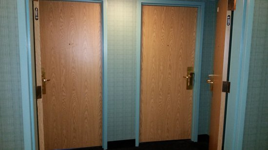Disney's Paradise Pier Hotel : Other Method - Joining Rooms