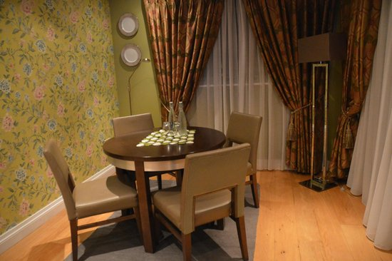 No. 1 Pery Square Hotel & Spa: townhouse suite dining area