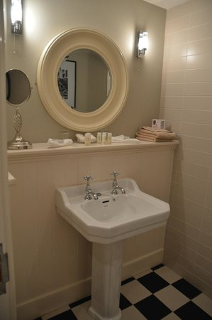 No. 1 Pery Square Hotel & Spa: townhouse suite bathroom