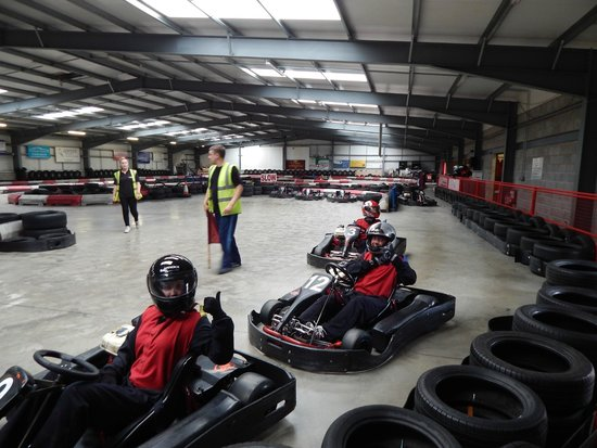 ‪Redline Indoor Karting‬