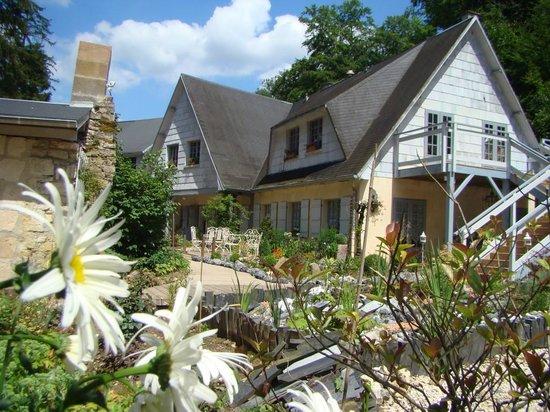 Depuis la fontaine photo de chambres d 39 h tes le jardin for O jardin ideal route de montauban bessieres