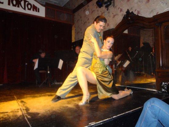 Cafe Tortoni: Divino tango.