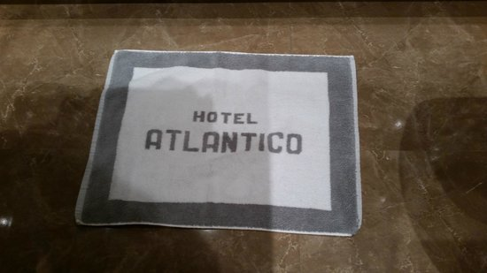 Hotel Atlantico: Personalized bathroom mat