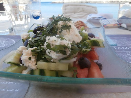 Tambakio : Greek village salad