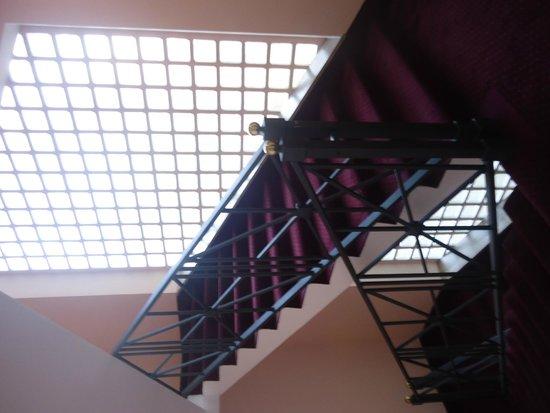 Sunrise Hotel : Escaliers