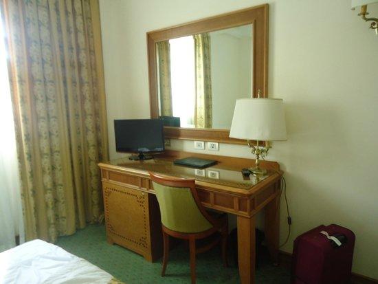 Sunrise Hotel : Chambre