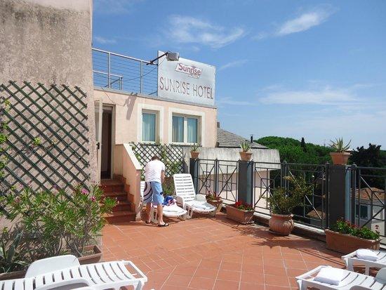 Sunrise Hotel : Toit avec jacuzzi