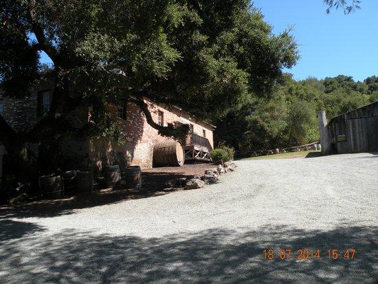 Picchetti Winery: Здание винодельни
