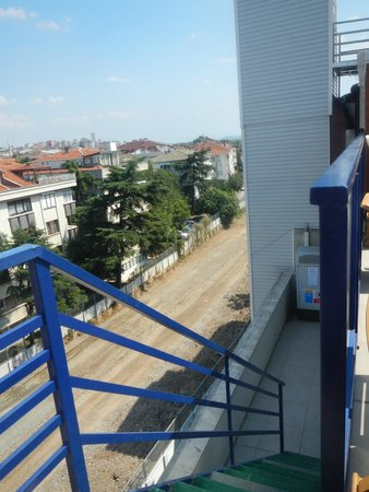 Elite Hotel Kucukyali: escalier de la terrasse très dangereux