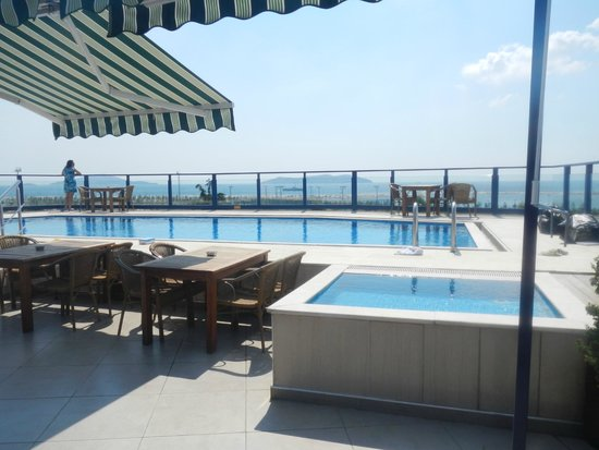 Elite Hotel Kucukyali: piscine terrasse hors service