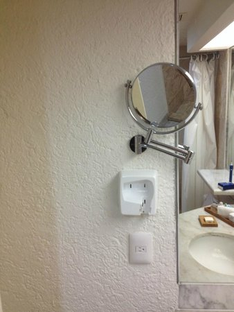 Sunset Royal Beach Resort: Faltaba secadora del baño