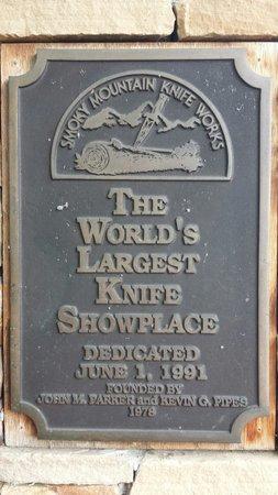 Smoky Mountain Knife Works: The world's largest knife showplace