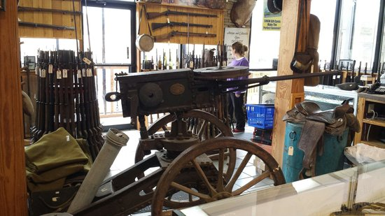 Smoky Mountain Knife Works: Awesome historical items on display - artillery cannon