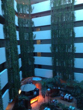 Sunset Royal Beach Resort: Parte central del hotel, entrada de habitaciones