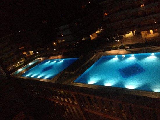 Residence Valbella: Piscine viste di notte