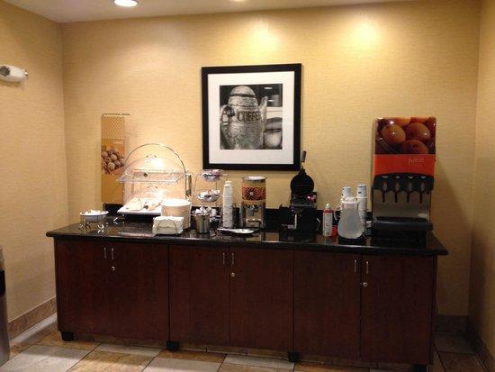 Hampton Inn Brentwood: Breakfast Area