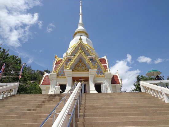 Chopsticks Hill (Khao Takiab): The temple