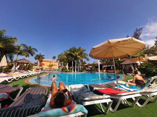 Green Garden Resort & Suites: Piscina