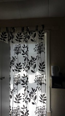 Turkish Palace Hotel, Restaurant and Spa: Window (Shower Curtain)