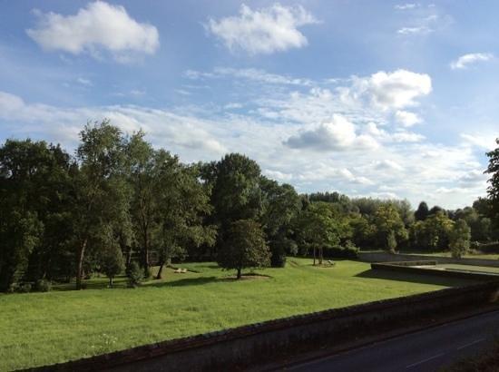Chateau de Perreux - Amboise : park just opposite the main building