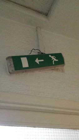 Turkish Palace Hotel, Restaurant and Spa: Fire exit sign