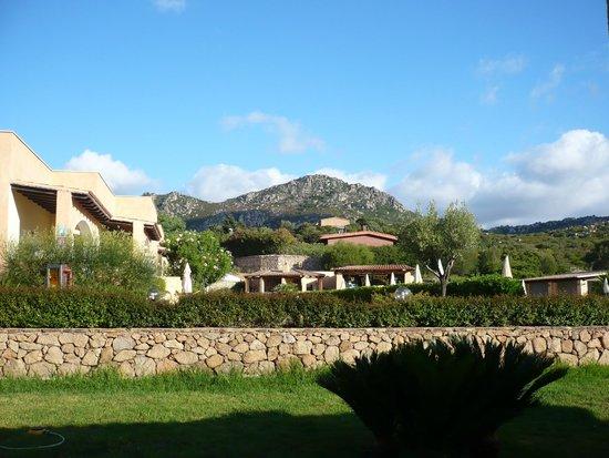 La Fenice Resort: vista verso parti comuni e piscina