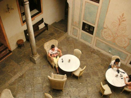 Hotel Casa 1800 Granada: Relaxing Courtyard