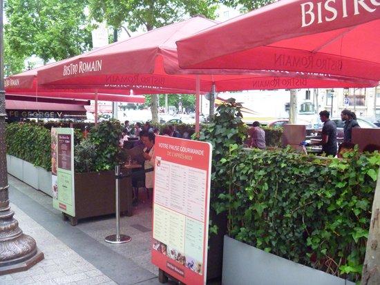 Champs-Elysees: 通りのカフェ